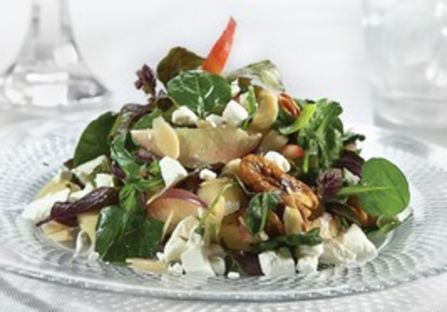 GREEN SALAD WITH FETA CHEESE AND SUMMER FRUIT
