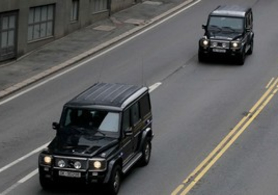 Convoy carrying Breivik leaves Oslo court