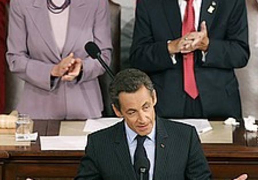 Sarkozy: Nuclear Iran unacceptable