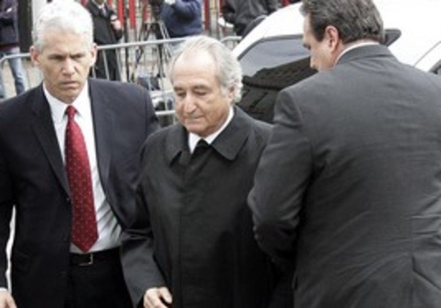Bernard Madoff enters federal courthouse in NY.