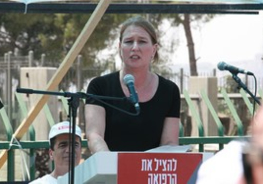 Opposition leader Livni speaks to doctors