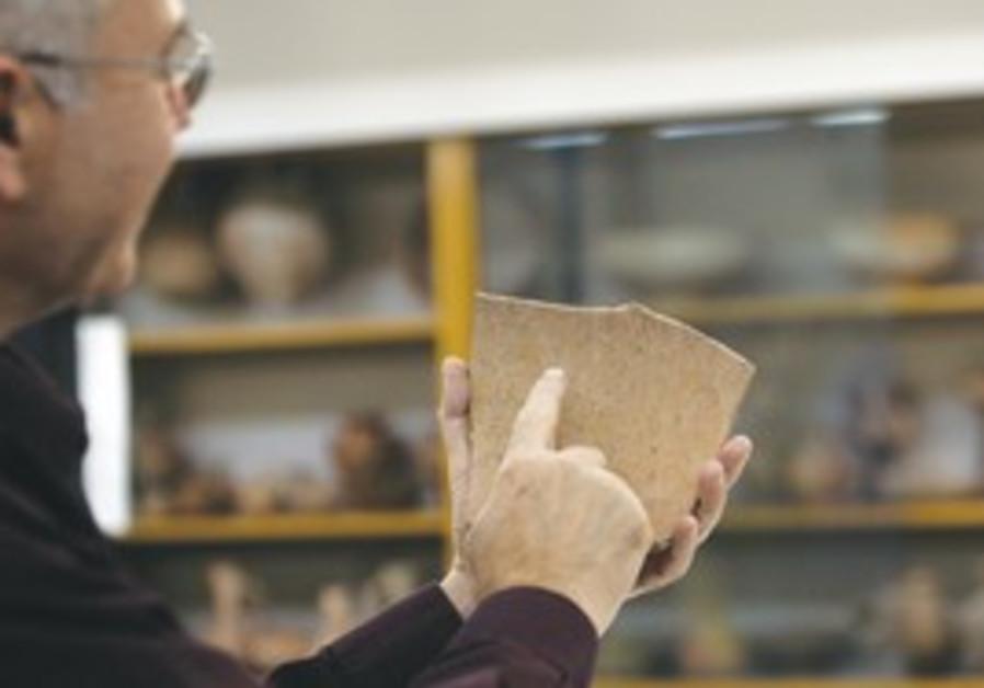 Yosef Garfinkel shows pottery with biblical text.