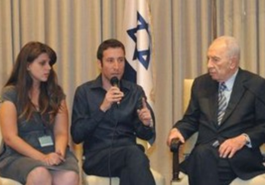 Peres and housing protest leaders