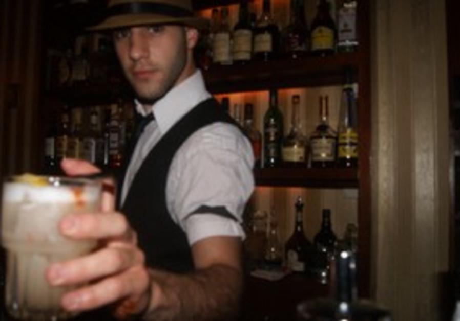 Barman Daniel Weinstein