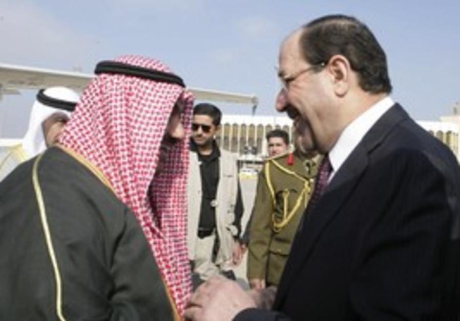 Iraqi PM shakes hands with Kuwait PM
