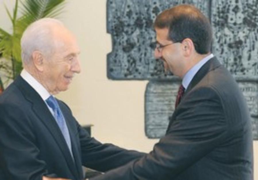 PERES shakes hands with new US Ambassador Shapiro