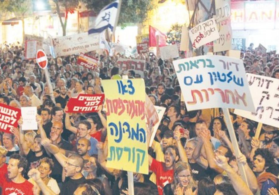 Prostesters in Jerusalem's Kikar Zion.