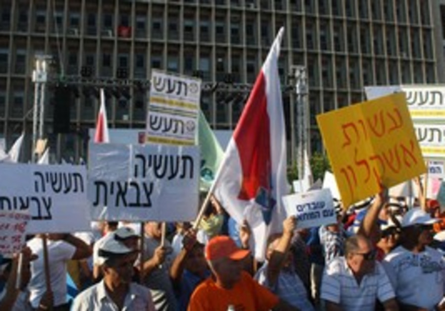 Thousands of Histradrut members protest in TA.