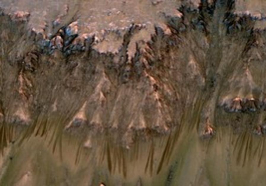 Mars briny water trails