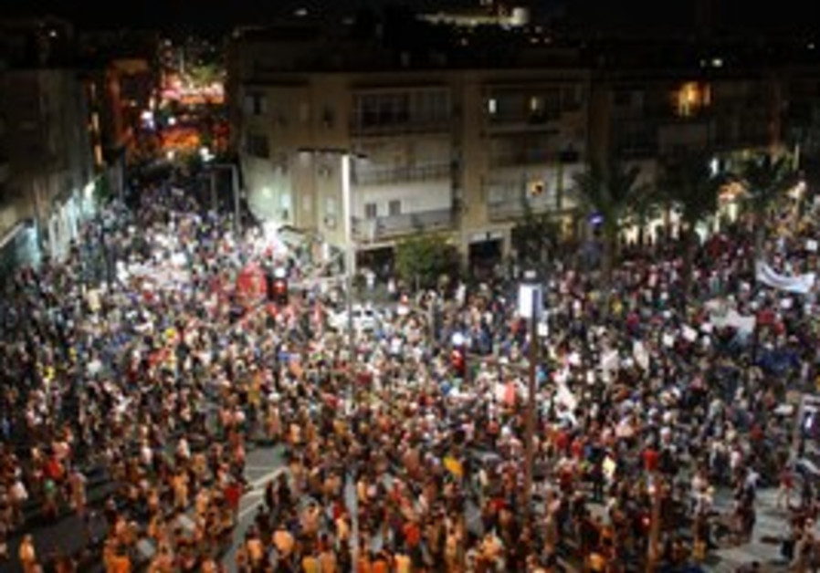 Tens of thousands protest throughout Tel Aviv, Sat