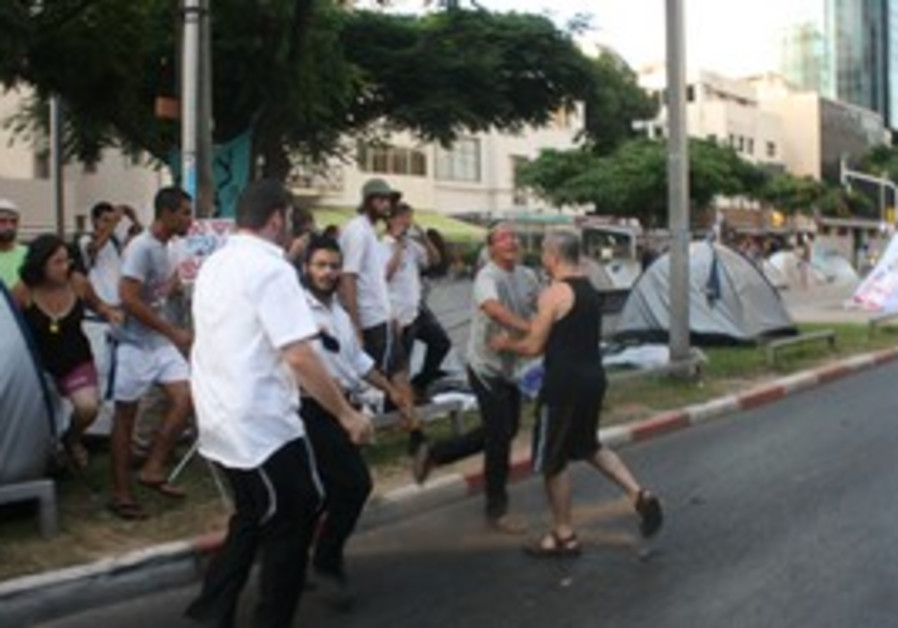 Settlers clash with protesters on Rothschild