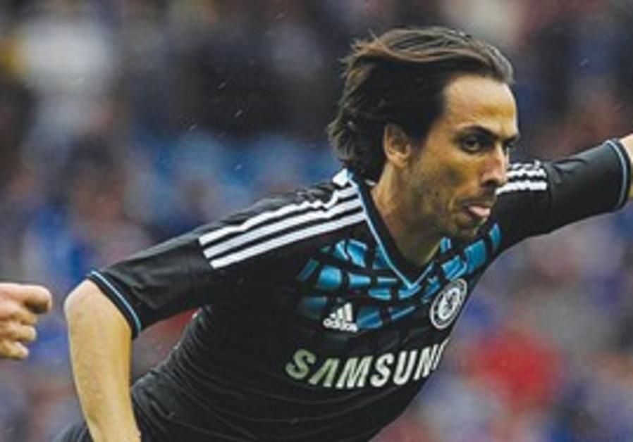 Chelsea midfielder Yossi Benayoun