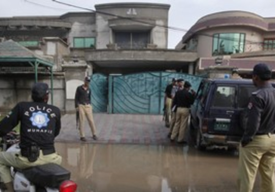 Pakistan police at home of Warren Weinstein