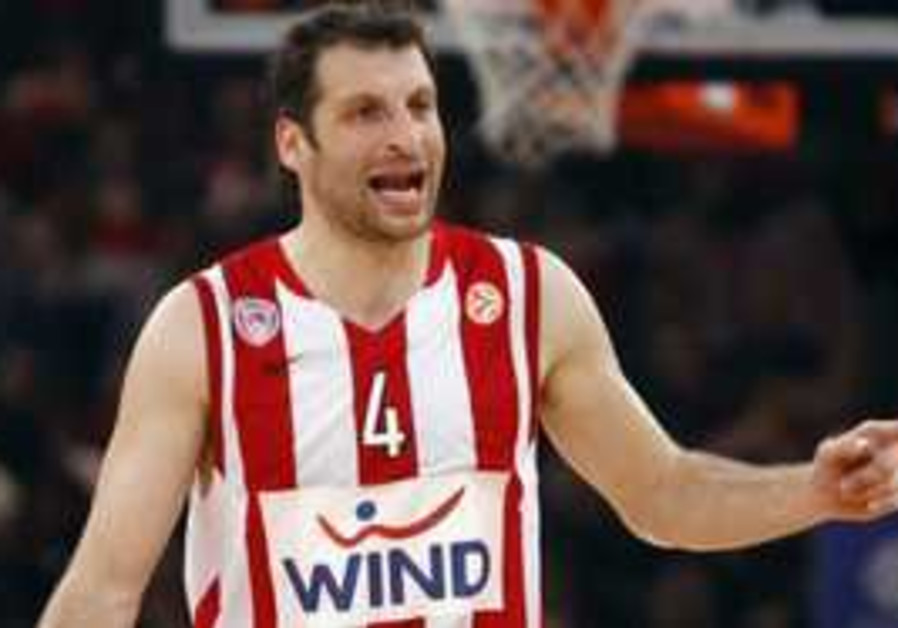 Maccabi Tel Aviv signs Greek Legent Paploukos