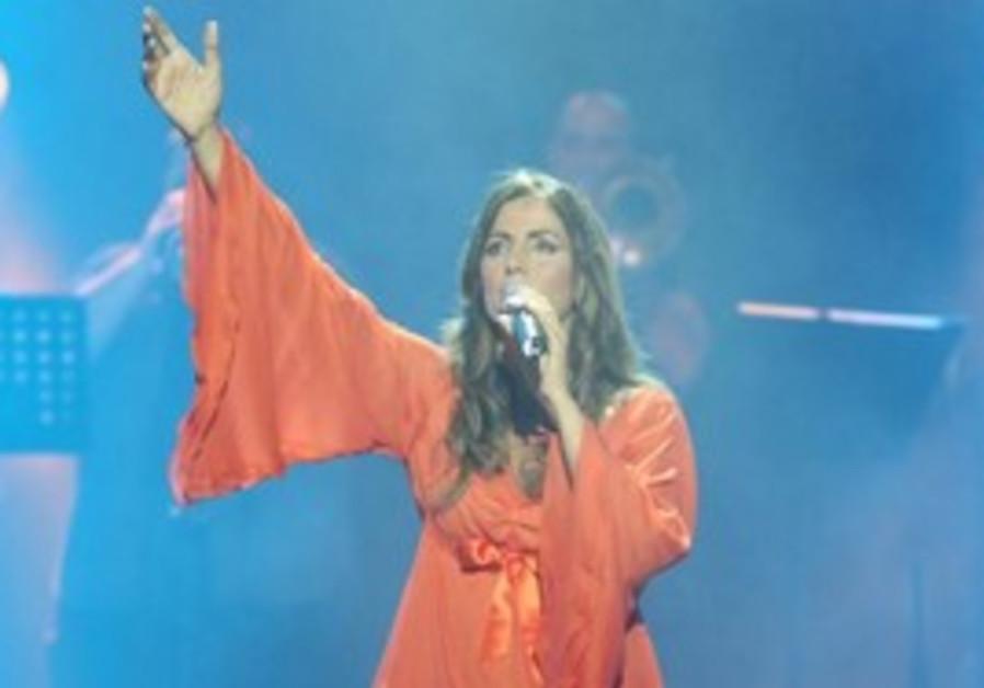 Celebrate Tu BAv with singer Einat Sarouf.