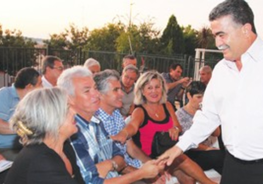 Amir Peretz greets supporters