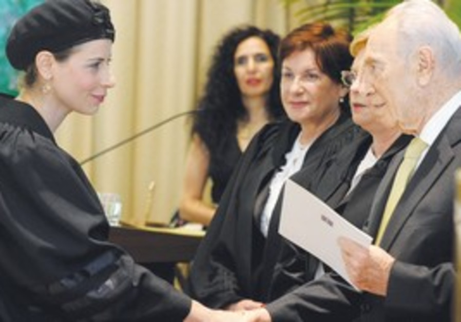 Shimon Peres congratulates a new judge