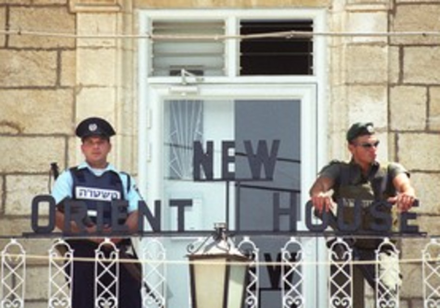 Police guard Orient House in e. Jerusalem in 2001