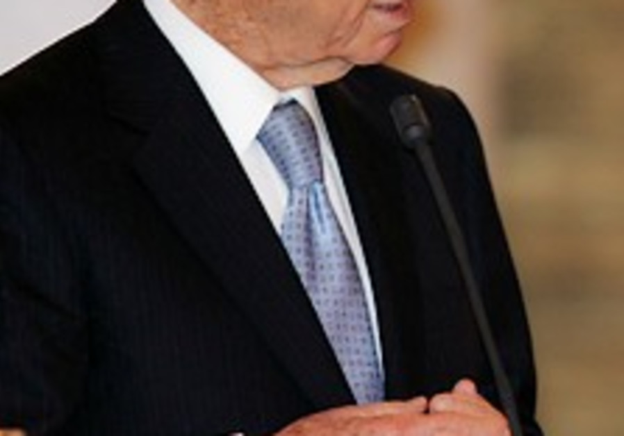 Peres, while swearing in judges, decries crime escalation