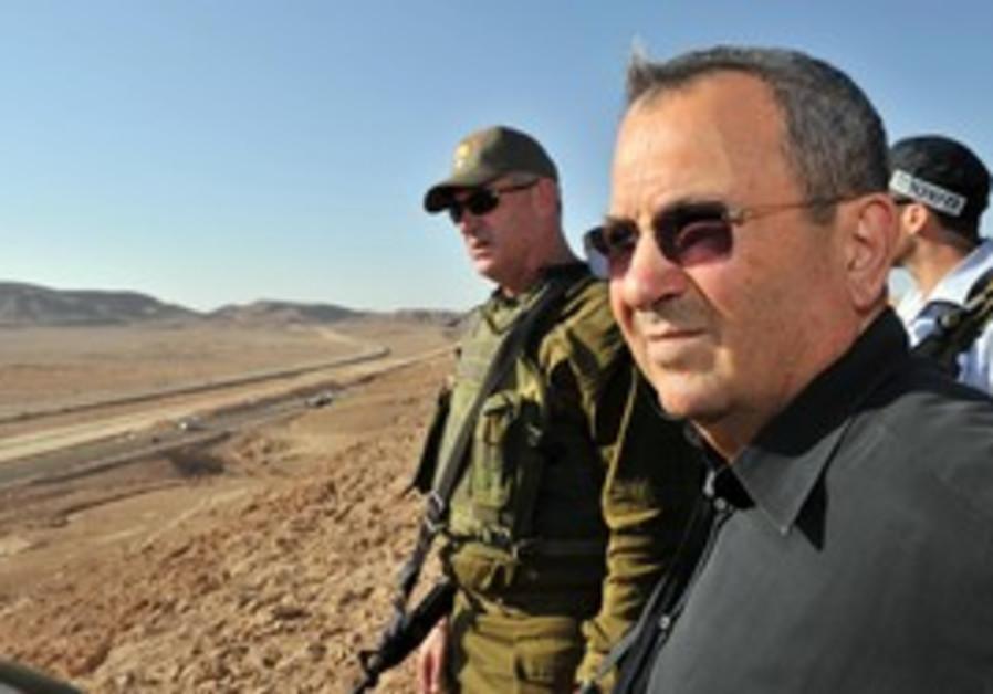 Ehud Barak and Benny Gantz observe Egypt border