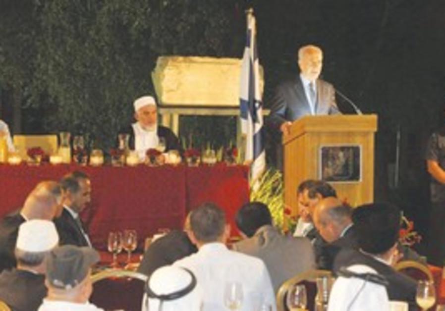 Shimon Peres at Iftar dinner