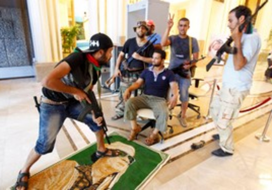 Libyan rebels hunt Gaddafi