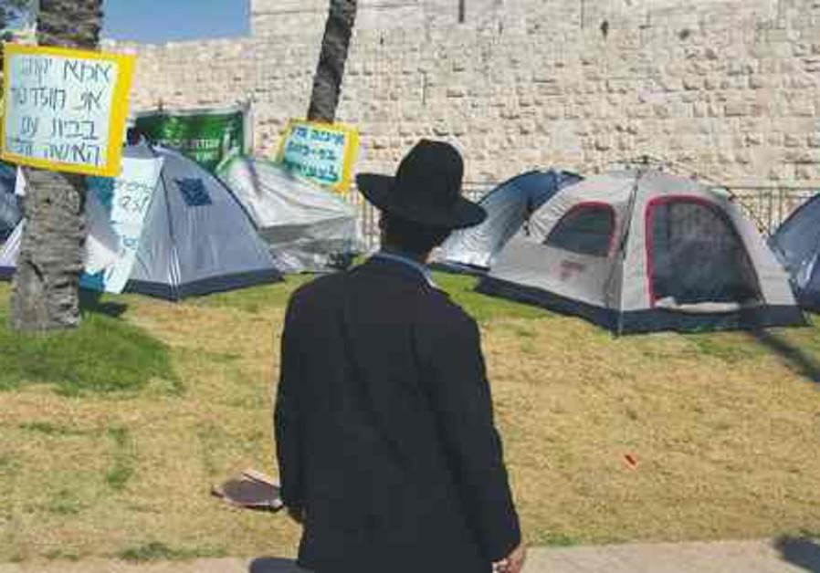 Haredi man in front of tents in Jerusalem 521
