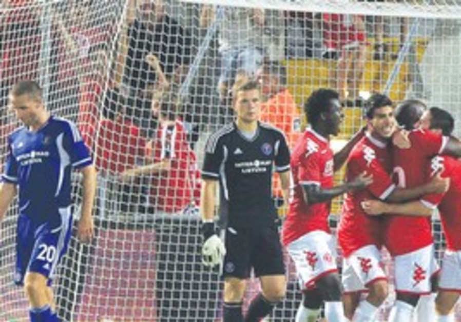 Hapoel Tel Aviv midfielder Elroei Cohen celebrates