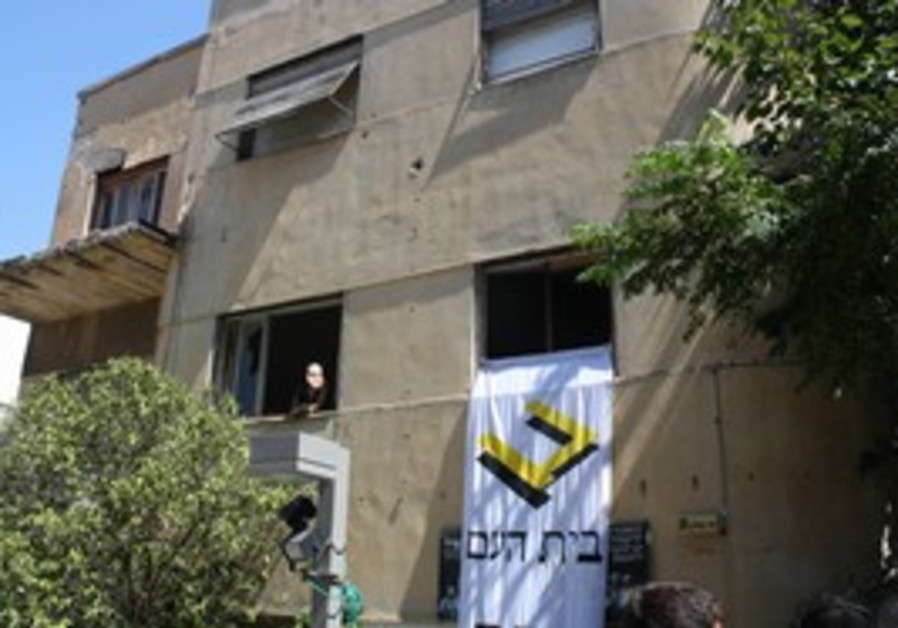 Activists take over empty floors of TA building