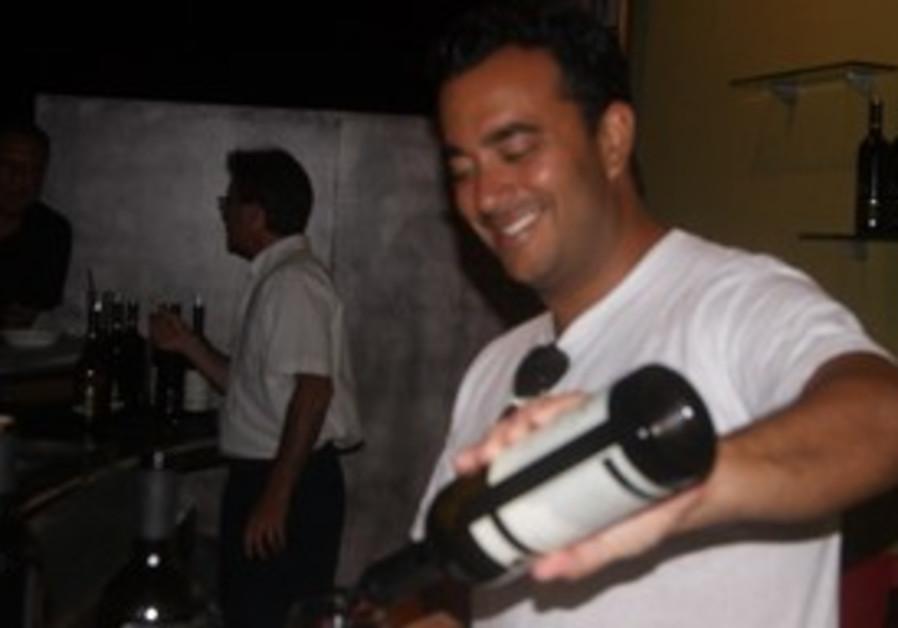 Barman Seth Weiser