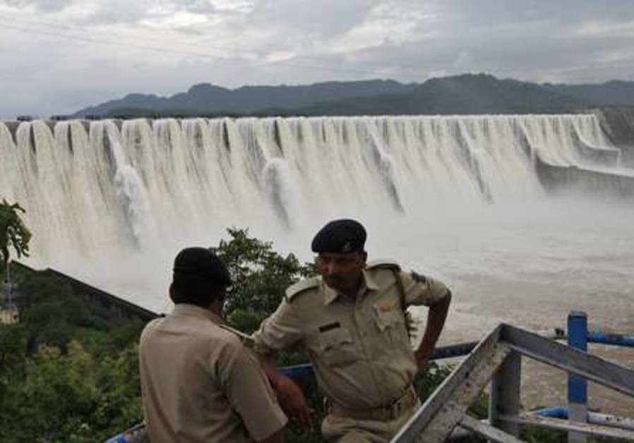Sardar Sarovar Narmada overflowing  dam