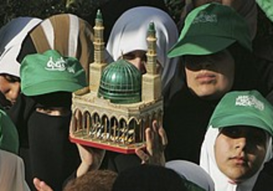 10,000 Hamas members protest parley
