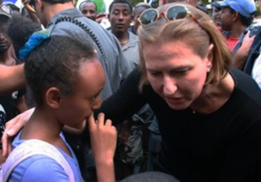Tzipi Livni with Ethiopian Israeli protesters