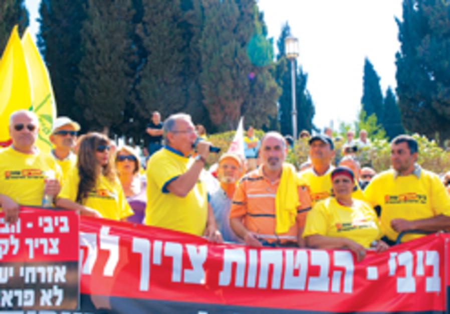 ULA chairman Shlomo Buhbut provokes the jeering cr
