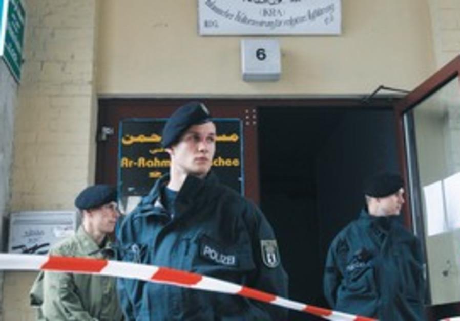 Berlin police outside Islamic cultural center