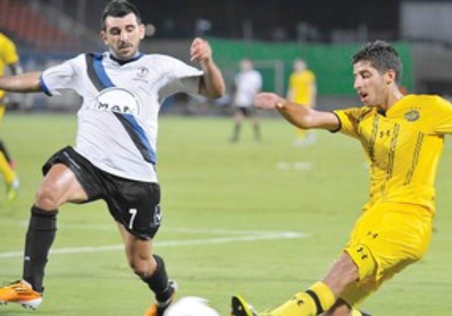 MACCABI TEL AVIV midfielder Dor Micha (right)
