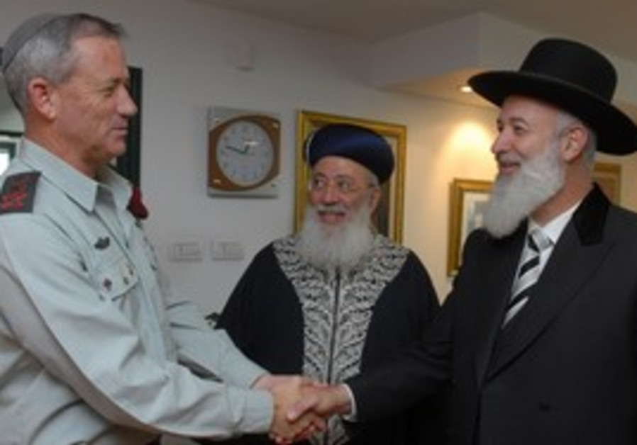 Benny Gantz meets with chief rabbis