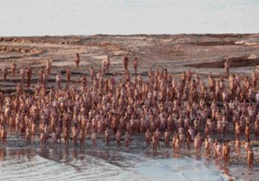 Naked volunteers pose for Spencer Tunick