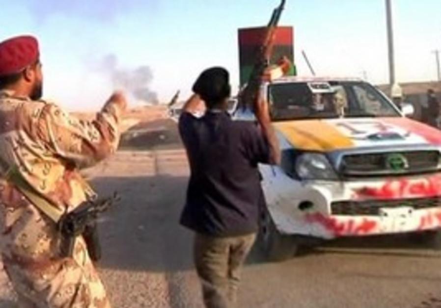 Libyan fighters beseige Sirte.