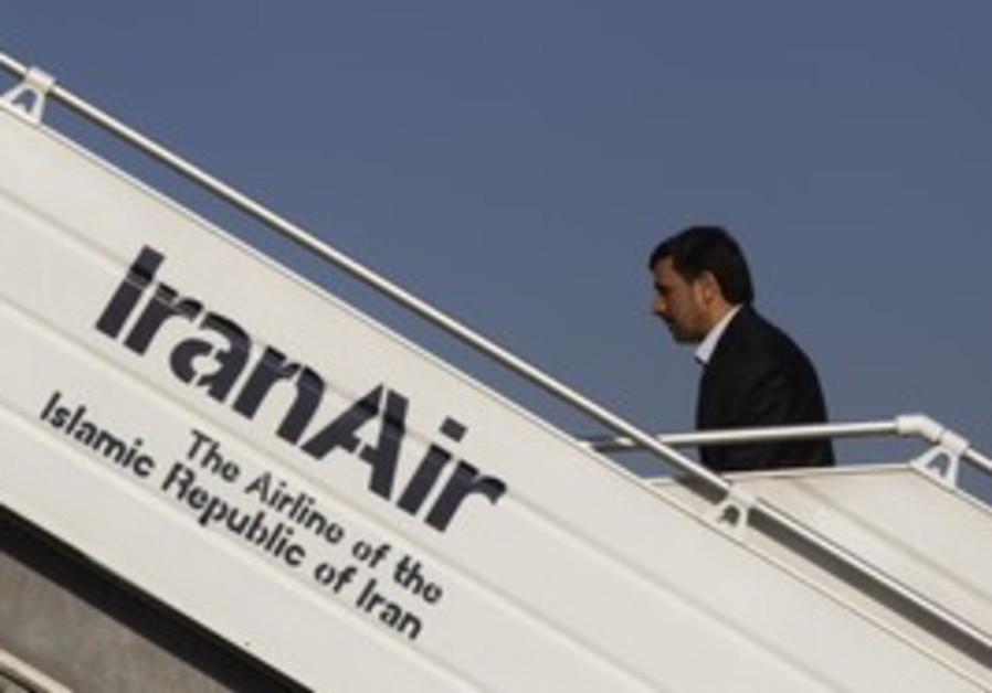Iranian President Ahmadinejad boards plane to UN.