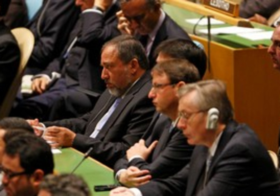Lieberman listens to Obama speak at UNGA