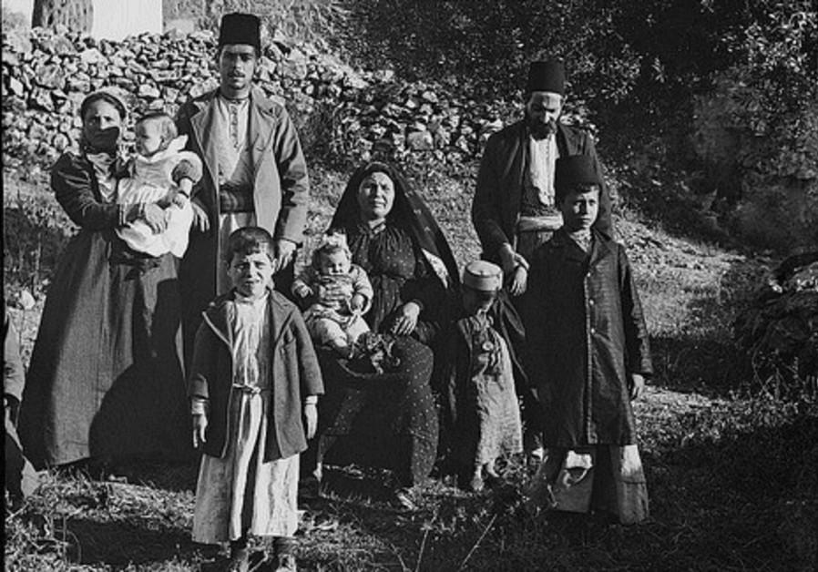 """""""Group of Ashkenazim Jews"""" 1900 - not"""