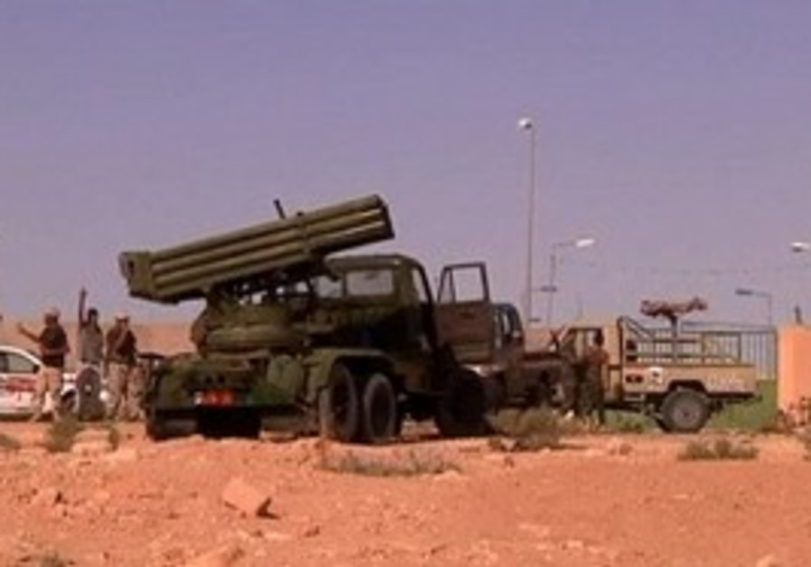 Libyans lay seige to Sirte.