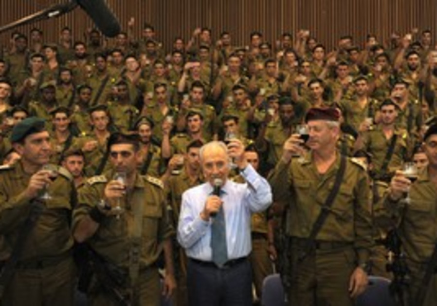 President Shimon Peres with Golani soldiers