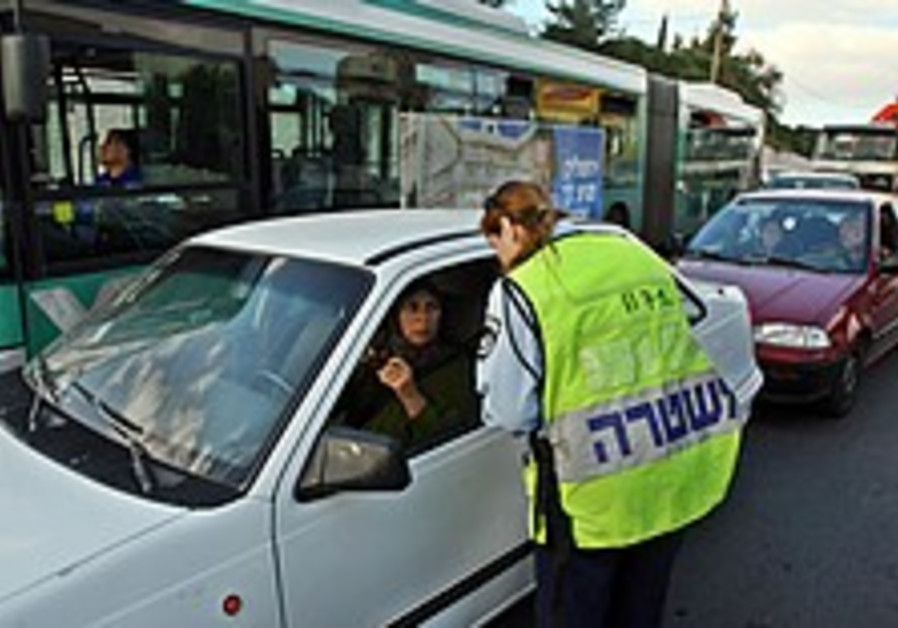 Hebrew test for security guards raises charges of discrimination