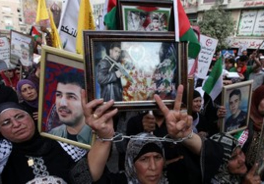 Ramallah rally for prisoners in Israeli jails