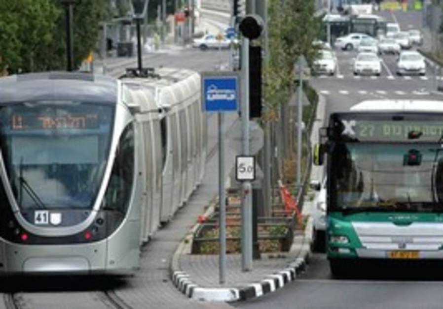 Jerusalem light rail with Egged bus