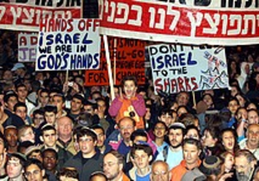 Thousands rally in J'lem against parley