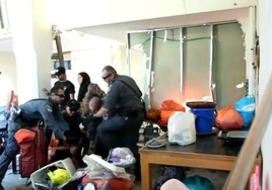 Police evicting Jaffa family squatters