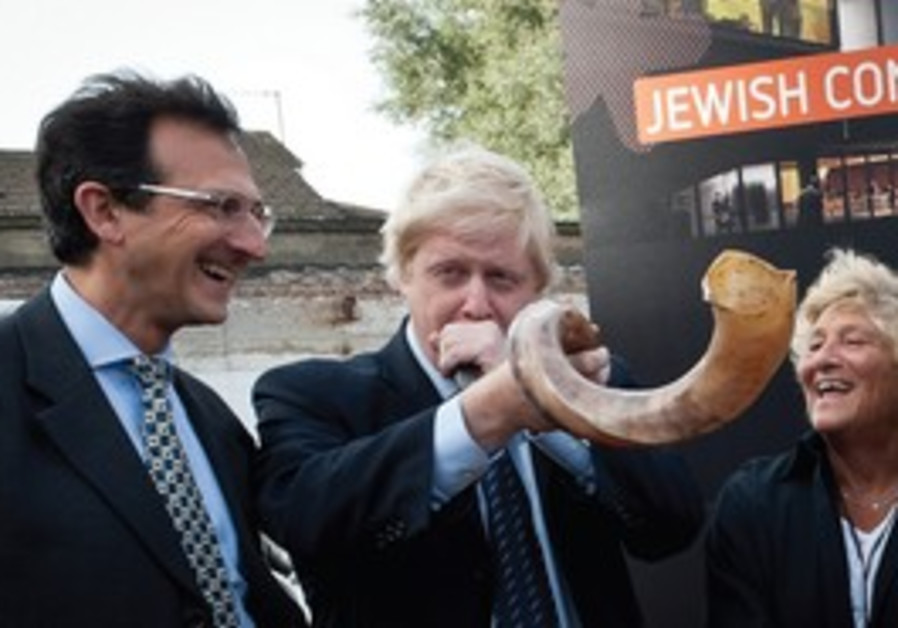 London Mayor Johnson blows shofar at new JCC